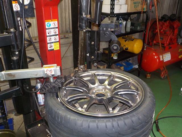 タイヤ交換 組み換え作業